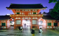 kyoto-temple-by-night
