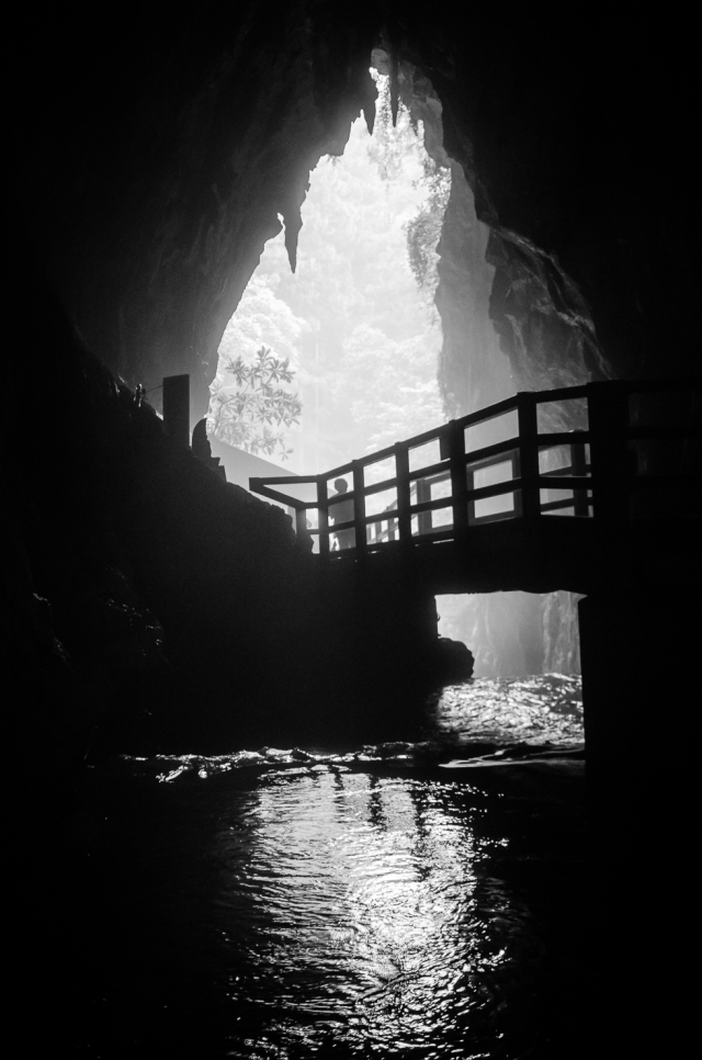 akyioshidai-caves-yamaguchi-japan